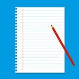 空白的在蓝色背景的堆白色便条纸 免版税库存照片