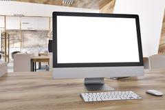 空白的屏幕在一个大理石办公室 免版税库存照片