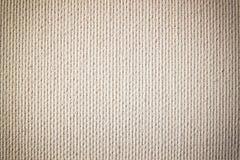 空白的帆布或海报与木调色板在木桌和织地不很细背景上 免版税库存照片