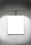 空白的帆布画廊墙壁和光 免版税库存图片