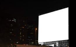 空白的广告牌在城市在晚上 库存照片