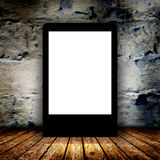空白的广告牌在空的暗室 免版税库存图片