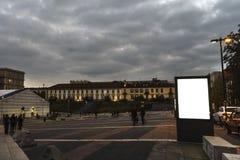 空白的广告牌或海报在城市 库存照片