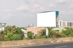 空白的广告牌或路标准备好新的广告 免版税库存图片