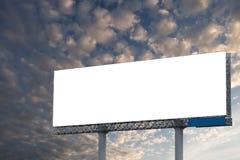 空白的广告牌有蓝天背景 库存照片