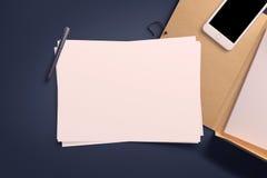 空白的白皮书板料顶视图  免版税库存图片