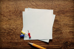 空白的白色备忘录页 免版税图库摄影