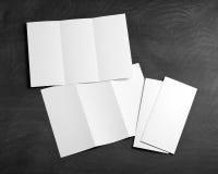 空白的白色折叠的纸飞行物 免版税库存照片