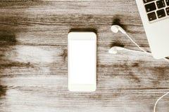 空白的白色智能手机上面 库存图片