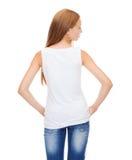 空白的白色衬衣的十几岁的女孩从后面 免版税库存图片