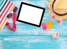 空白的空的片剂计算机,夏天辅助部件 免版税库存图片