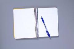 空白的笔记本做广告的嘲笑,模板或烙记 免版税库存图片