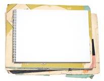 空白的笔记本和老纸 免版税库存图片