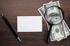 空白的笔记本笔和金钱在桌上 免版税库存照片