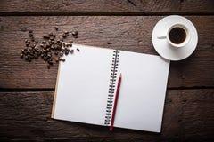空白的笔记薄和咖啡 免版税库存图片