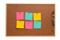 空白的笔记被别住入棕色corkboard 免版税库存图片