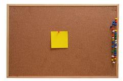 空白的笔记被别住入corkboard 免版税图库摄影