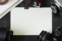空白的背景用葡萄酒照相设备 免版税库存照片