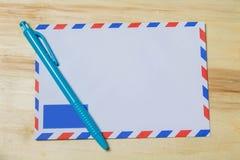 空白的航寄enveloope 免版税库存图片