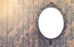 空白的葡萄酒镜子照片框架 免版税库存照片