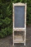 空白的葡萄酒黑板标志 免版税库存图片