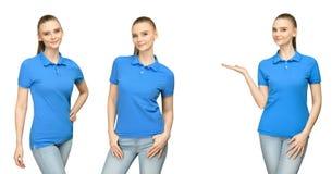空白的蓝色球衣大模型设计的女孩印刷品和概念模板少妇的T恤杉前面和半轮侧视图的 免版税库存图片