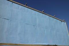 空白的蓝色裱糊的广告牌 库存图片