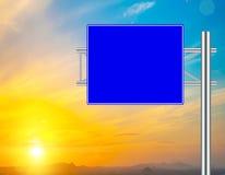 空白的蓝色路标 库存照片