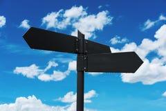 空白的路路标,在蓝天和白色云彩背景 免版税库存照片