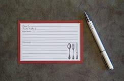 空白的食谱卡片和笔 免版税图库摄影