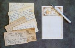 空白的食谱卡片,笔,葡萄酒食谱 图库摄影