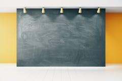 空白的黑板在空的教室 库存照片