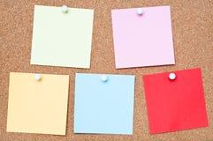 五颜六色的黏着性笔记 免版税图库摄影