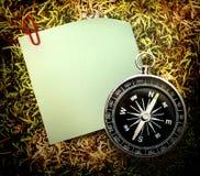 空白的绿色贴纸和指南针 图库摄影