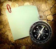 空白的绿色贴纸和指南针 库存照片