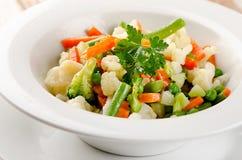 空白碗混杂的蔬菜 库存照片
