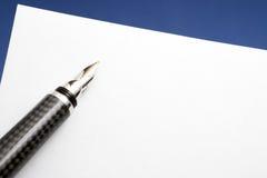 空白碳纤维喷泉金纸张笔 免版税图库摄影