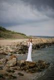 空白礼服的女孩 图库摄影