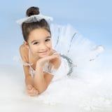 空白礼服的小芭蕾舞女演员在蓝色 免版税图库摄影