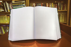 空白空白书完全开放个性化 库存照片