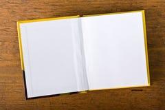 空白空白书开放的页 免版税库存图片