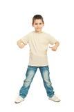 空白米黄T恤杉的男孩 免版税库存图片