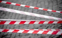 空白红色镶边的磁带 免版税库存图片