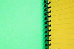 空白绿色笔记本黄色 库存图片