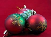 空白背景圣诞节玻璃查出的范围的玩具 免版税图库摄影