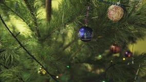 空白背景圣诞节玻璃查出的范围的玩具 股票视频