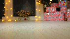 空白背景圣诞节玻璃查出的范围的玩具 股票录像