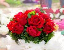空白背景美丽的花束查出的红色的玫瑰 库存图片