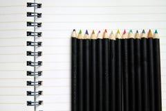 空白蜡笔笔记本行 免版税库存照片