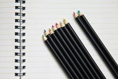 空白蜡笔笔记本行 库存照片